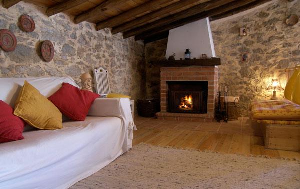 Jardim secreto casa r stica para f rias em portugal for Sala de estar rustica